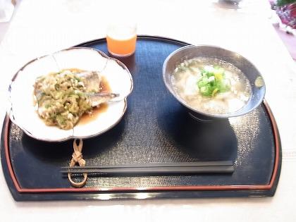 豆腐のすりながし汁(右)