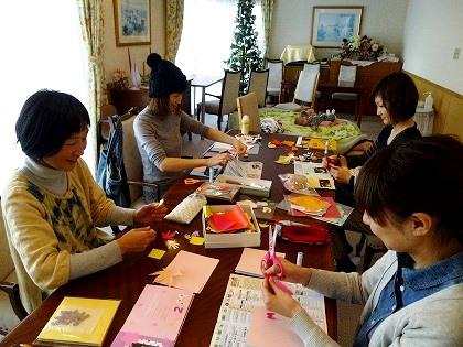 12月「絵本づくり」教室の様子
